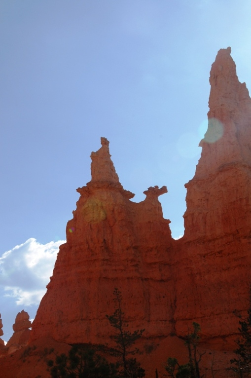 "This is why it is the ""Queen's Garden Trail."" The hoodoo formation on the left is said to look like a profile of Queen Victoria on her throne. (I'm not sure why it could not be any queen.) My daughters thought the formation just to the right of it, a little lower, looked like the head of a dragon. (This impressed them more than the queen.)"